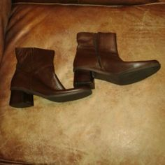 Brown Leather Boots Sz 9 Brown Leather Boots...Size 9...super comfy brown leather boots with square toe and chunky heel...look great with everything...zipper up sides...minor scuff on heel otherwise in great condition Madeline Stuart Shoes