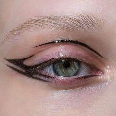 makeup tutorial using urban decay born to run Punk Makeup, Edgy Makeup, Makeup Goals, Makeup Inspo, Makeup Art, Makeup Inspiration, Makeup Tips, Witchy Makeup, Weird Makeup