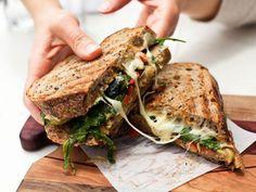 food e sandwich imagem no We Heart It sandwiches aestheti. - food e sandwich imagem no We Heart It sandwiches aesthetic facil - Roast Beef Sandwich, Sandwich Bar, Grilled Sandwich, Veggie Sandwich, Salad Sandwich, Comida Diy, Gourmet Sandwiches, Panini Sandwiches, Breakfast Sandwiches