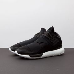 Black & white Qasa High by Y-3 now available in-store and at Stormfashion.dk #y3 #adias #stormcopenhagen