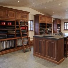 A fully equipped tack room with smart functionalities. SeBo tack rooms not only exist of beautiful cupboards, but are also very practical and durable. Equestrian Stables, Horse Stables, Dream Stables, Dream Barn, Tack Room Organization, Horse Tack Rooms, Horse Barn Designs, Horse Barn Plans, Tallit