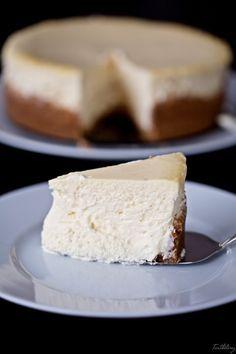 La mejor tarta de queso del mundo Delicious Desserts, Dessert Recipes, Types Of Desserts, Japanese Cheesecake, Queso Cheese, Cheesecake Desserts, Cake Shop, Sweet Recipes, Cupcake Cakes