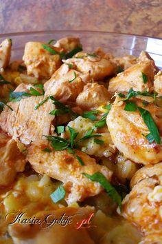 Zapiekankę ryżową z kurczakiem zrobiłam na sobotni obiad. Od rana pięknie świeciło słoneczko, więc pojechaliśmy na dłuuuugi spacer. Wróciliśmy dość późno, głodni i zmęczeni więc ob... Chicken Wings, Potato Salad, Shrimp, Curry, Potatoes, Meat, Ethnic Recipes, Food, Curries