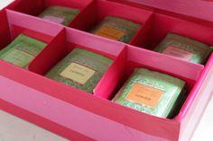 Caja con tés ideales para el embarazo y postparto