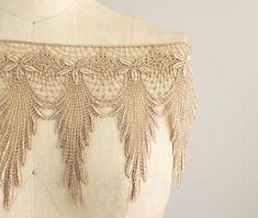 Neuheit! Emily Beige Feder Fringe Lace Trim / Large Venise Lace Trim / Braut / Hochzeit Kleid Fringe / Jahrgang / Flapper / baumeln Lace