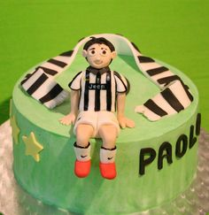 Juventus chocolate cake with whipped cream filling   http://passionecupcakes.blogspot.it/