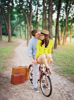 Romantic Outdoor Wedding Engagement Concept with Bike. Just in case you ever want engagement pictures (: Concept Photography, Couple Photography, Engagement Photography, Photography Ideas, Travel Photography, Engagement Couple, Engagement Pictures, Engagement Shoots, Vintage Engagement Photos