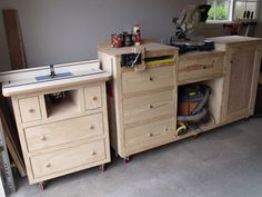 Patrick's Router Table Plans - diy furniture plans Woodworking For Kids, Woodworking Workbench, Woodworking Workshop, Woodworking Furniture, Woodworking Projects, Diy Projects, Workbench Ideas, Woodworking Shop, Workbench Vise