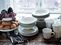 I höst följer vi upp den traditionella stilen och dukar bordet i rustik karaktär. Oktober bjuder på nya dukningsdetaljer med allt från matporslin till serveringsfat och bordslöpare.