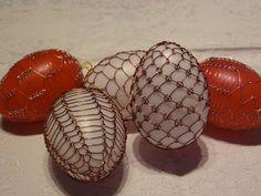 drátovaná vejce Weaving Patterns, Egg Decorating, Easter Eggs, Knots, Candle Holders, Candles, Ornaments, Copper, Embellishments
