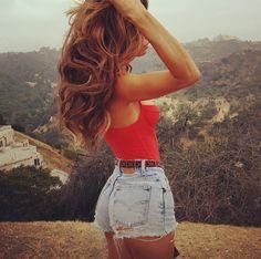 High waisted shorts and cute belt and top História Da Moda f421eb20d51