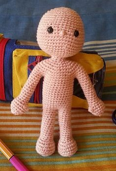 I learned to make this doll with Vanja Grundmann and there is a complete photo tutorial in her blog AmigurumiBB: