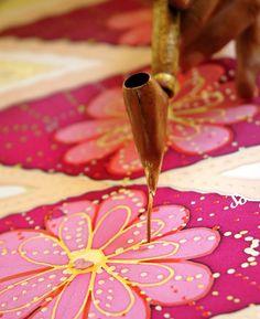 The Ancient Art of Batik Printing Technique - So Sew Easy Batik Art, Batik Prints, Fabric Yarn, How To Dye Fabric, Shibori, Batik Pattern, Fabric Stamping, Fabric Painting, Dress Painting