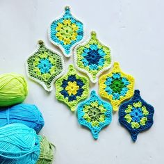 "Képtalálat a következőre: ""mystical lanterns pattern free""Crochet Mystical Lantern, see edging. Looks like a double and treble crochet on those points of the grannies. Single crochet around the grannies, then single crochet the grannies together t Granny Square Häkelanleitung, Granny Square Crochet Pattern, Crochet Squares, Crochet Motif, Crochet Designs, Crochet Doilies, Scrap Crochet, Diy Crochet And Knitting, Crochet Home"