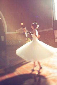 Baile romántico -novia con vestido vintage estilo años 50