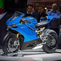 Electric Blue Ducati 😍💙 📷 DM or comment for credits . (at Toronto,. Moto Bike, Motorcycle Bike, Super Bikes, Jeep Carros, Course Moto, Ducati 1199 Panigale, Harley Davidson, Ducati Motorcycles, Yamaha