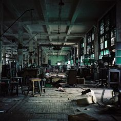 I would love to buy an old factory like this and bring it back to life as an amazing loft! Abandoned Mansions, Abandoned Buildings, Abandoned Places, Abandoned Factory, Old Factory, Story Setting, Ex Machina, Urban Exploration, Far Away