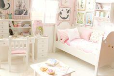 Bedroom OOAK Diorama Cats and Rabbits von MoonchildSilverdream