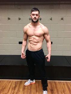 Finn balor sir your body is so damn sexy Le Catch, Finn Balor Demon King, Balor Club, Wrestling Stars, Style Masculin, Wrestling Superstars, Wwe Wrestlers, Shirtless Men, Professional Wrestling