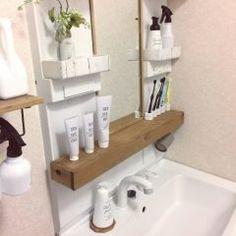 洗面台とか台所っていろんな調味料や洗剤歯磨き粉なんかがあって統一感がなくなりがち でも円で売ってる容器に調味料なんかを移して使うと統一感も出てオシャレですよ 特におすすめは白清潔感があってすっきりした空間になります (_)v Washroom, Floating Shelves, Toilet, Sweet Home, New Homes, Layout, House Design, Interior, Home Decor