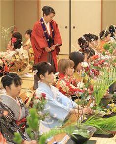 #Japan #ikebana Traditional Japanese Art, Turning Japanese, Nippon, Japanese Flowers, Countries Of The World, Ikebana, Asian Art, Bonsai, Cupboard