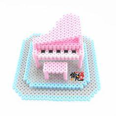 Les plus impressionnantes maisons de poupées en perles Hama Perler Beads, Perler Bead Art, Fuse Beads, Pearler Bead Patterns, Perler Patterns, Iron Beads, Melting Beads, Bead Crafts, Vocaloid
