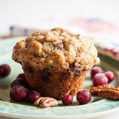 Oatmeal Date Muffins. These delicious oatmeal muffins combine plump sweet dates with the tartness of dried cranberries and the nuttiness of pecans. Date Muffins, Oatmeal Muffins, Breakfast Muffins, Mini Muffins, Breakfast Potatoes, Breakfast Recipes, Brunch Recipes, Breakfast Ideas, Baking Muffins
