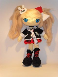 Commission for Junko is a character from a video game called Dangan Ronpa, this series of games were release only in japan. One thing I learned making this dolls: is a pain in the .... to make felt...