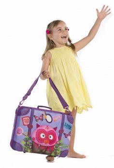 Okiedog Wildpack is een schattig en grappig kinderkoffertje in de vorm van een uil met een 3D snuit ontworpen voor peuters van 2-4 jaar oud. Het Wildpack kinderkoffertje is waterbestendig, gemakkelijk te reinigen en zeer licht van gewicht. Door hun soft shell en hun 3D-vorm zijn ze echt een nieuw, grappig en vrolijk ras tussen alle andere koffers voor kinderen