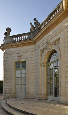 Pavillon français. Jardins du Petit Trianon. Trianon Versailles, Versailles Garden, Grand Parc, Louis Xiv, Marie Antoinette, Valance Curtains, Garage Doors, Louvre, Explore