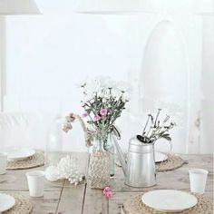 Interior design and decorating inspiration Seaside Decor, Coastal Decor, Country Dining Tables, Rustic Table, Beach Cottage Style, Beach House, Piece A Vivre, Home And Deco, Decorating Blogs