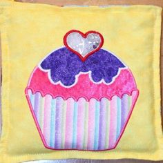 Cupcake eye spy bag-I think it would be better to make the cake/frosting part see through instead of the tiny little heart.