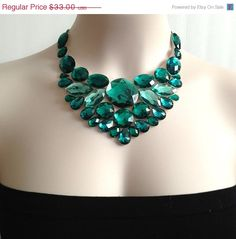 SALE bib emerald necklace  emerlad green rhinestone di BienBijou, $28.05
