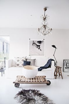 Ecletic white living For more #interiordesign inspirations Italian Bark blog on www.italianbark.com
