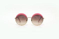 Óculos redondo rosa com lente degradê