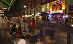 Great night life buzz in Liecester Square, London.