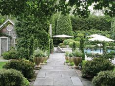 Hydrangea Hill Cottage: The Hamptons Home and Gardens of Charlotte Moss