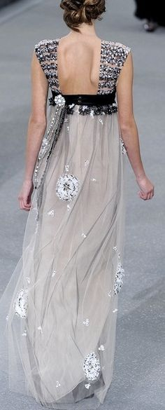 Chanel Spring 2012 - would like to find image showing the front...searched all Chanel s & s/s shows from 2010-2013...?