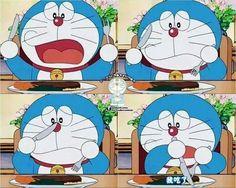 Doraemon, El Utiliza Peor Que Yo El Tenedor Y Cuchillo.