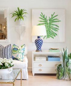 "318 aprecieri, 8 comentarii - HIVE HOME, GIFT & GARDEN (@hive_palmbeach) pe Instagram: ""We love the combination of green & cobalt blue in this vignette featuring custom pillows and a…"""
