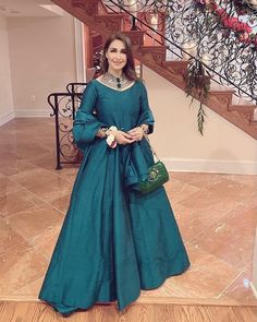 Frock Fashion, Royal Jewelry, Pakistani Actress, Pakistani Dresses, My Favorite Color, Frocks, Opal, Celebs, Actresses