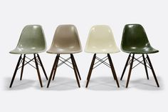 Image of Set of 4 Eames DSW fiberglass shell chair Herman Miller Vitra Eames Dsw Chair, Eames Dining Chair, Round Back Dining Chairs, Desk Chairs, Eames Furniture, Ikea Chairs, Room Chairs, Ikea High Chair, Grey Desk Chair