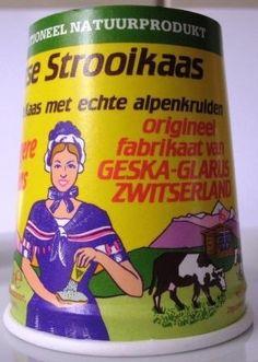 Zwitserse strooikaas - never liked it, however my sister (who doesn't like cheese) loved it Maar.in Zwitserland is het niet te krijgen als strooikaas :-) Memory Motel, The Old Days, My Youth, Sweet Memories, Retro, Vintage Advertisements, Childhood Memories, Growing Up, Holland