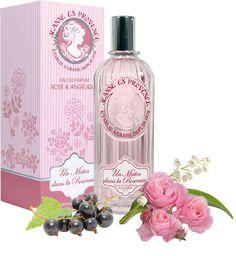 Un Matin dans la Roseraie, Rose & Angélique - Eau de Parfum pour Femme - Une balade olfactive avec des premières notes de muguet et d'absolu de cassis qui rappellent la fraîcheur du matin, légèrement épicée par l'essence d'angélique. Puis la fragrance s'ouvre sur un cœur floral d'essences naturelles de rose et d'absolu de jasmin, ensoleillé par les essences naturelles de baies de rose et camomille bleue, pour s'éterniser sur un sillage délicatement boisé.
