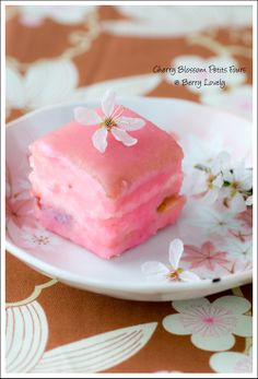 Berry Lovely: Cherry Blossom (Sakura) Petits Fours Finger Desserts, Bite Size Desserts, Mini Desserts, Plated Desserts, Delicious Desserts, Dessert Recipes, Sushi Recipes, Gourmet Desserts, Fancy Cakes