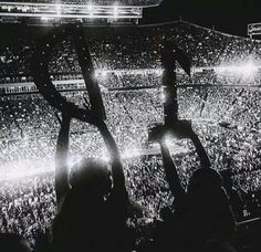 Hey guys so I wanted to say I'll probably go to a 1D concert at 2017 for first time if they come back.Basically they WILL come back.So if u have ever gone can u please leave a comment at this pic and tell me how it feels?It would be so great❤  Pinterest:@Ireneesl  thanks❤