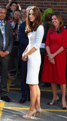 Kate wears Amanda Wakeley for Royal Marsden visit