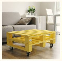 These stylish pallet wood tables really fascinate me a lot. I have got a huge range of the pallet wood upcycled tables at my home. Eco Furniture, Handmade Furniture, Furniture Projects, Furniture Making, Living Room Furniture, Outdoor Furniture Sets, Wood Pallet Tables, Wooden Pallet Furniture, Wood Pallets