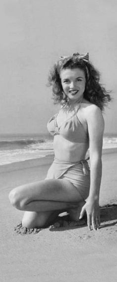 1945: Marilyn Monroe – Norma Jeane – at the beach …. #marilynmonroe #pinup #monroe #marilyn #normajeane #iconic #sexsymbol #hollywoodlegend #hollywoodactress #1940s
