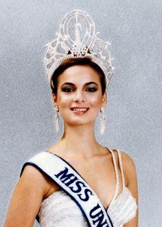 Maritza Sayalero (Venezuela) Miss Universe 1979 Mis Universe, Miss Universe Gowns, Miss Internacional, Venezuelan Women, Venezuelan Food, Prince Girl, Pageant Headshots, Miss Mundo, Vestidos